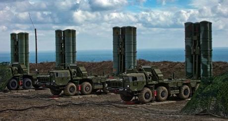 Rușii s-au făcut de râs: Cum le-au fost avariate rachetele S-400 pe care le duceau în China