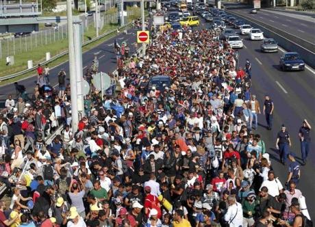 Criza refugiaților: Europarlamentarii vor cote permanente în UE
