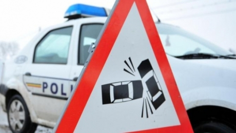 Trafic îngreunat pe Autostrada Bucureşti - Piteşti din cauza coliziunii dintre un autoturism şi un TIR: În zonă se circulă în condiţii de ninsoare