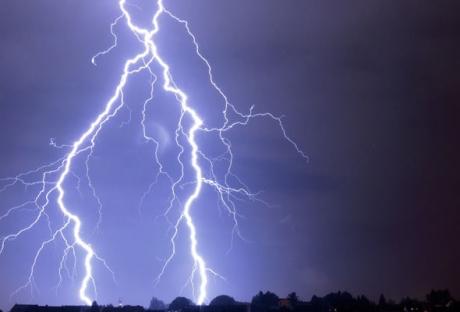 Alertă meteo - Cod galben de instabilitate atmosferică accentuată în nouă judeţe, până luni la ora 12:00