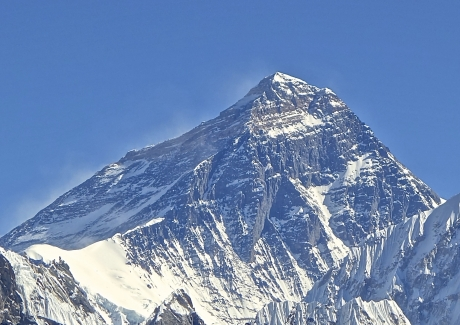 Nepal - Primul vârf de peste 8.000 de metri cucerit în acest sezon de escaladă în Himalaya