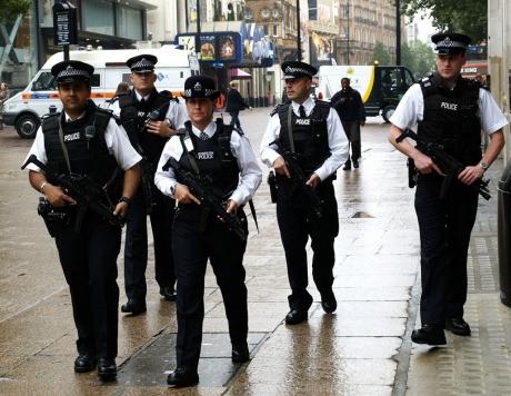 ALERTĂ Trei persoane au fost împușcate în apropierea unei stații de metrou din nordul Londrei