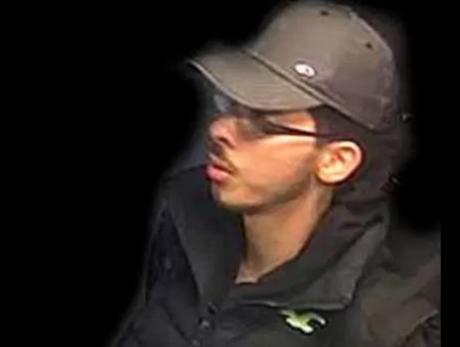 Poliția britanică face o mișcare INEDITĂ. Publică fotografii cu atentatorul din Manchester. Ce speră