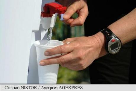Cum te poţi rehidrata pe timpul verii: Soluţia surpriză a medicilor români