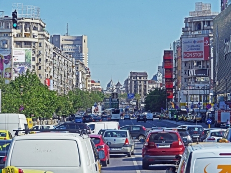 Plătită de Primăria București cu 6.000 de euro pe lună, o mare vedetă critică orașul din cauza traficului
