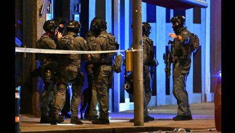 Tabără de români din centrul Londrei, cu televizoare plate în corturi, distrusă de poliţie - FOTO