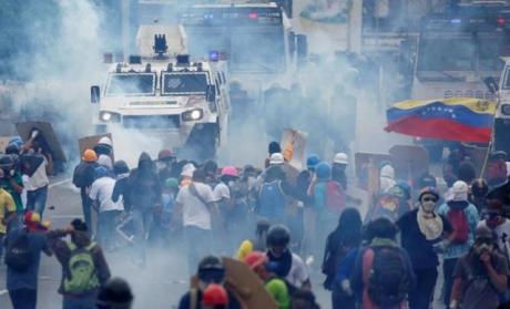 Situația escaladează în Venezuela: Parlamentul, controlat de opoziție, a fost lăsat fără prerogative