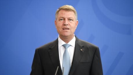 Opoziţia 'pune pe jar' PSD-ul: Klaus Iohannis, sub presiune