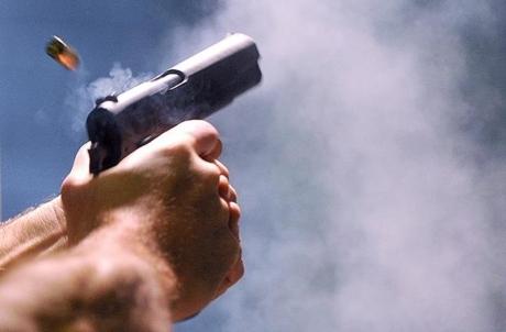 Pistol găsit de drumarii din Timiș într-o parcare