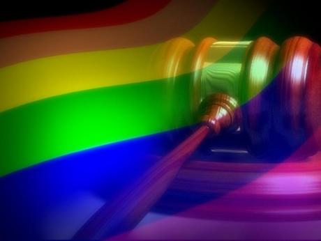 Studiu realizat de The Economist: Cuplurile de lesbiene se despart mai des decât cele de bărbați gay