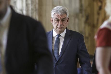 Premierul Mihai Tudose a bătut palma cu polițiștii: 4000 de angajări în acest an și 10 mii de autoturisme noi