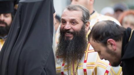 Managerul Arhiepiscopiei Tomisului şi un director din RATB au fost ARESTAȚI: Călugărița reținută a fost eliberată / VIDEO
