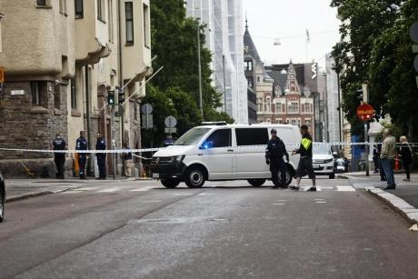 Morți și răniți după ce un bărbat a intrat cu maşina în pietoni la Helsinki/ UPDATE