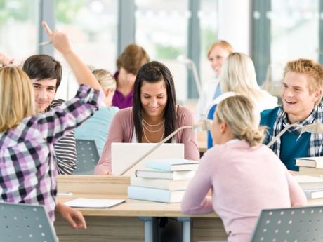 Lovitură GREA pentru absolvenții care își continuă studiile: Ce modificare URIAȘĂ a fost adusă Legii șomajului