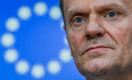 Donald Tusk îl apără pe colaboratorul şi prietenul său Tomasz Arabski în scandalul catastrofei de la Smolensk