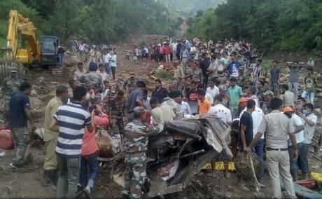 Ploi torențiale în Himalaya: Noul bilanț a crescut la aproape 70 de morți în India și Nepal