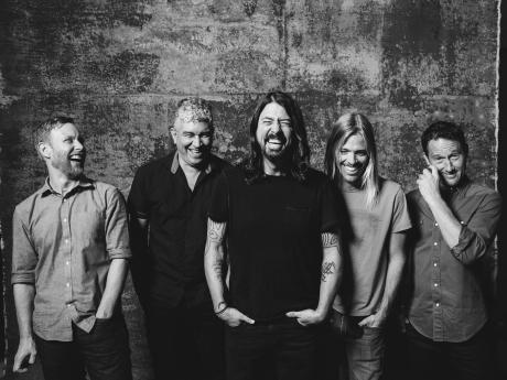 Foo Fighters - un nou album şi un nou stil, graţie colaborării cu producătorul cântăreţei Adele