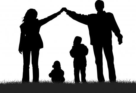 9 probleme ale Strategiei naționale de educație parentală – sau cum plănuiește MEN reeducarea prinților și redefinirea familiei