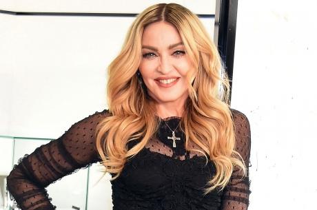 Madonna a lansat videoclipul suprarealist al piesei 'Medellín' - VIDEO