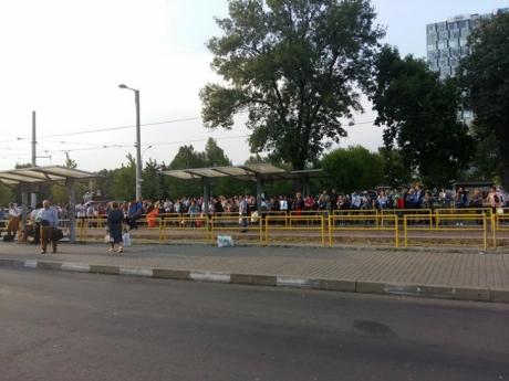 S-a DEZLĂNȚUIT HARABABURA în Bucureşti: Mii de călători sunt BLOCAŢI în staţii, tramvaiul 41 NU mai circulă / UPDATE