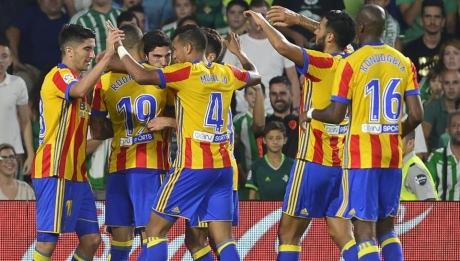 Valencia l-a transferat pe Eliaquim Mangala de la Manchester City