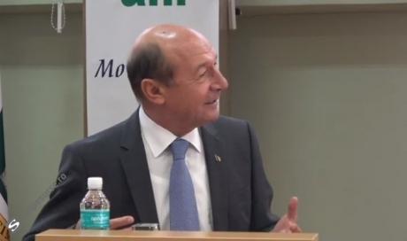 Traian Băsescu: Cei care vorbesc de alegeri anticipate sunt copii