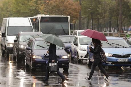 Prognoză specială pentru Capitală: Temperaturi de 33 grade Celsius duminică, posibile vijelii seara