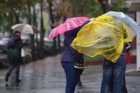 Informare meteorologică: Vreme rea în majoritatea regiunilor. Ninsori în Moldova și ploi în restul zonelor