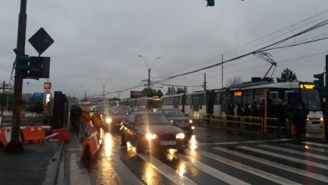 Ploia a făcut PRĂPĂD, în București: Circulația tramvaiului 41 este BLOCATĂ
