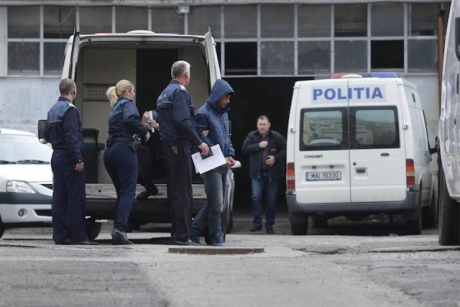 Doi adolescenti, reținuți de polițiștii din Odobești, după ce au spart dispensarul și școala din comuna Jariștea