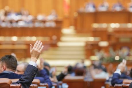 Proiect INEDIT depus în Parlament: Un deputat ALDE vrea să-i trimită pe parlamentari la cursuri de perfecţionare