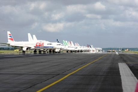 ALERTĂ! Patru avioane nevoite să aterizeze de URGENȚĂ în Chile şi Peru, un altul - în Grecia, din cauza unor amenințări cu BOMBĂ