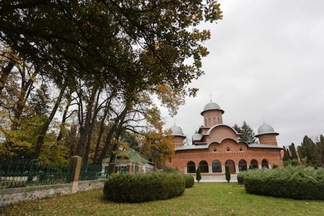 Romanian Patriarchate says bells of all churches countrywide will toll thrice for King Mihai