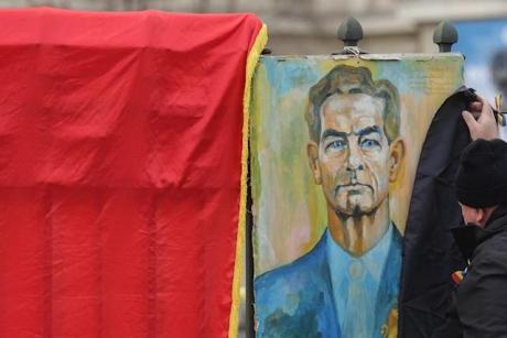 Eveniment fără precedent în oraşul lui Klaus Iohannis: Ce au făcut sibienii în memoria Regelui Mihai / VIDEO