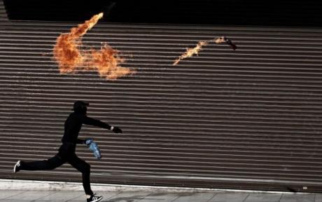 Cei patru sirieni care au atacat cu cocktailuri Molotov Ambasada Turciei din Copenhaga, au fost închiși