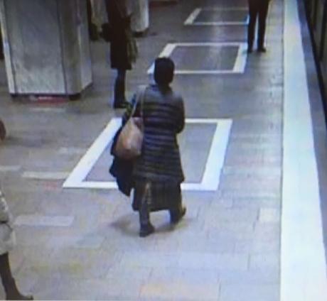 Primele IMAGINI cu bărbatul care s-a aruncat în fața metroului: Discuțiile pe care le-a avut cu salvatorii - VIDEO