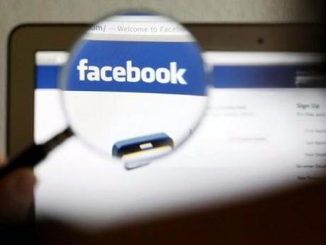 Facebook refuză să suprime postările lui Trump, după ce navigatori pe Internet îl acuză pe Zuckerberg că îi ţine partea