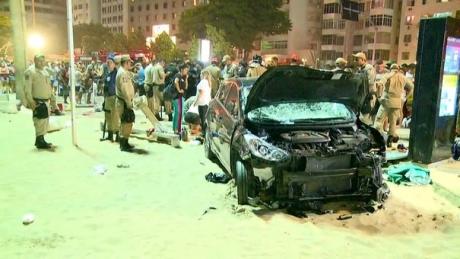 IMAGINI ȘOCANTE - Panică totală pe celebra plajă Copacabana: Mai multe victime, după ce o mașină a spulberat mulțimea aflată pe trotuar - VIDEO