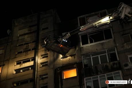 Incendiu în Calea Ferentari, din Capitală: Pompierii au evacuat de urgenţă locatarii - FOTO