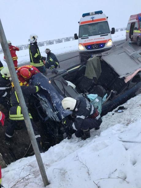 Circulaţie în condiţii de iarnă în judeţul Suceava: Două accidente cu patru victime s-au produs duminică dimineaţă