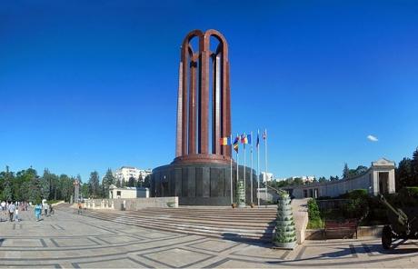 Primăria Capitalei solicită de la Guvern Mausoleul 'Memorialul Eroilor Neamului' din Parcul Carol I pentru a-l reabilita şi a-l deschide publicului