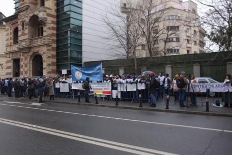 Cei de la FSLI au anunţat anularea protestului anunţat pentru joi