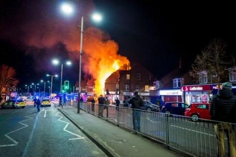 EXPLOZIE puternică într-un magazin din Anglia. Poliţia anunţă 'un incident major' (VIDEO)