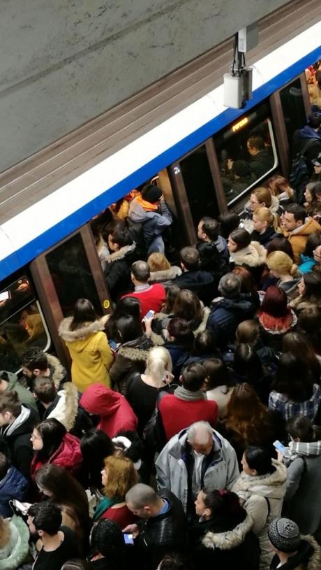 Haos la metrou, marți dimineață - Circulația metrourilor, blocată pe Magistrala 2