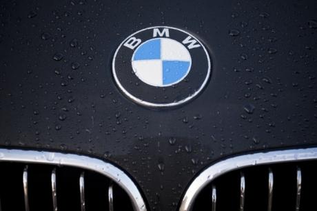 VIDEO Imaginea zilei - Cu BMW-ul în dubă la Rădăuți