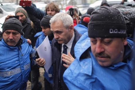 Liviu Dragnea A RĂBUFNIT, la Înalta Curte! Şeful PSD, FURIOS pe jurnalişti: 'Mă lăsaţi, totuşi, să am dreptul la un proces?'
