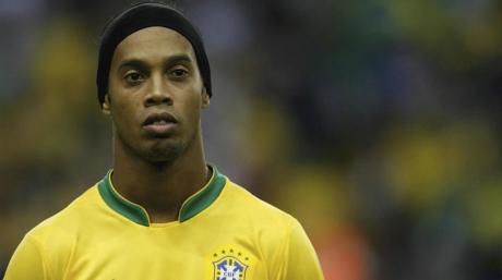 Ronaldinho ar putea reveni în fotbal - Birkirkara FC îl vrea pe starul brazilian retras din activitate în urmă cu 4 ani