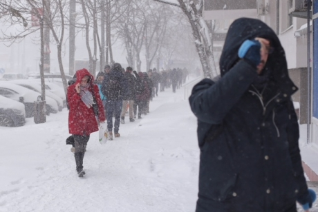 Şcolile din judeţul Timiş vor fi închise, luni şi marţi, din cauza condiţiilor meteo severe