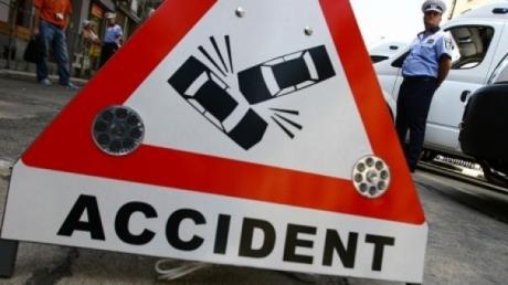 Circulație restricționată în centrul Capitalei: Un șofer a intrat într-un autobuz. Mai multe persoane au ajuns la spital