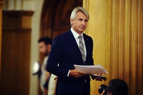 Ministrul de Finanţe, replică pentru Iohannis: 'Nu este niciun fel de pericol pentru pensii şi salarii'